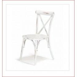 Sedia impilabile con struttura in alluminio verniciato color bianco antico.