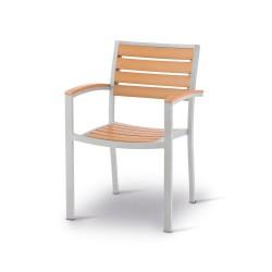 Sedia Poltrona impilabile, struttura in alluminio e doghe in techno-wood.